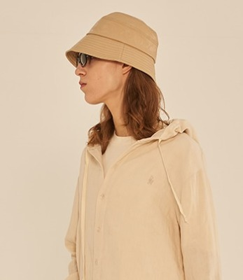 韓国ブランド「13MONTH」のSTITCH LEATHER BUCKET HAT (BEIGE)