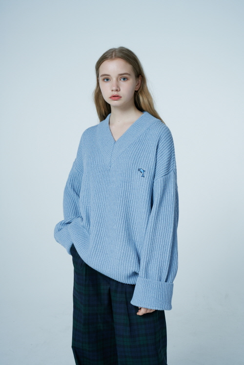 【WAIKEI】Dolphin Embroidery LambsWool V neck Knit SKYBLUE