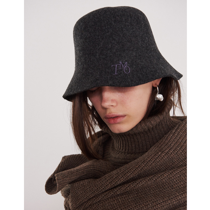 【TMO BY 13MONTH】FELT BUCKET HAT WITH LOGO CHARCOAL フェルトバケットハットWITHロゴ チャコール