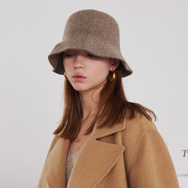 【TMO BY 13MONTH】FELT BUCKET HAT WITH LOGO BEIGE フェルトバケットハットWITHロゴ ベージュ