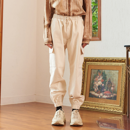 【13MONTH】STITCH CARGO JOGGER PANTS (IVORY)