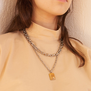 【13MONTH】SQUARE PENDANT NECKLACE (SILVER)