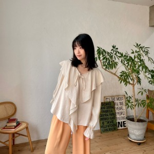 [one have it] ひらひら frilled blouse
