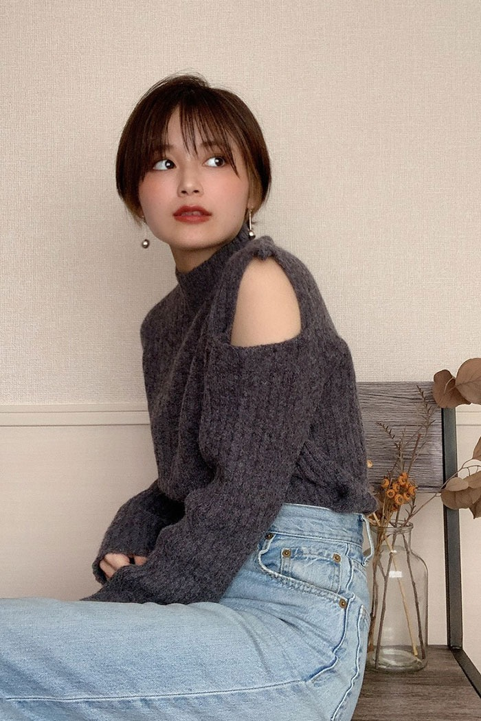 Open shoulders knit