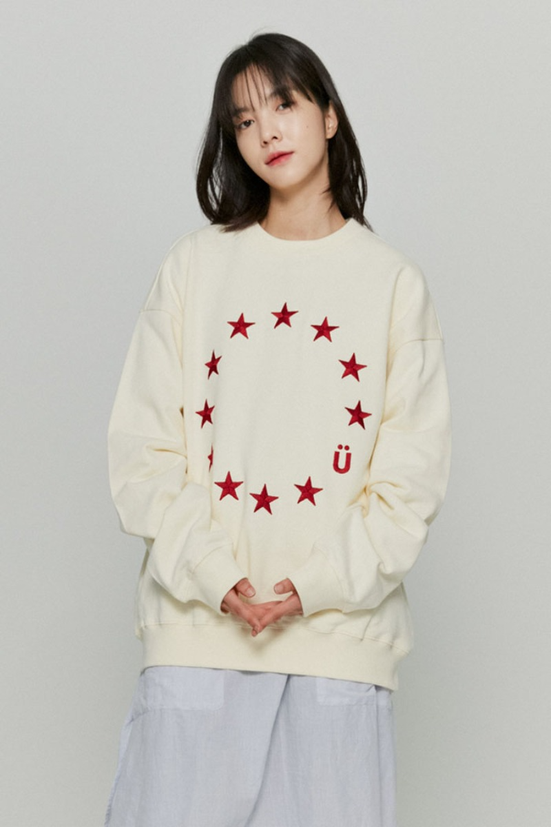 韓国ブランド「ISTKUNST」のEU LOGO SWEATSHIRTS[CREAM]