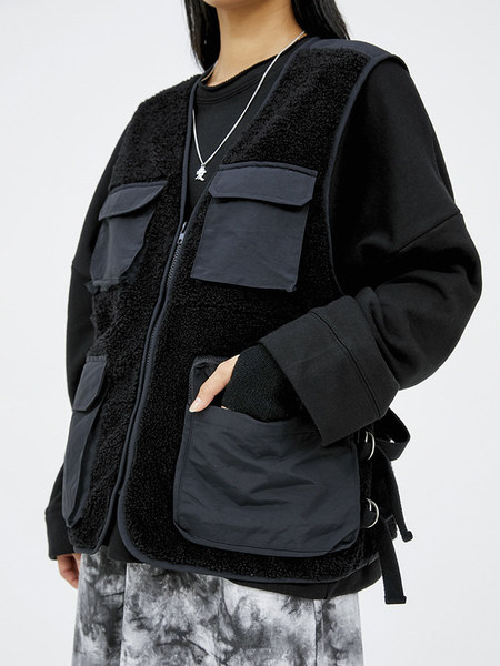 韓国ブランド「OPEN THE DOOR」のdumble pocket vest (2 color) - men