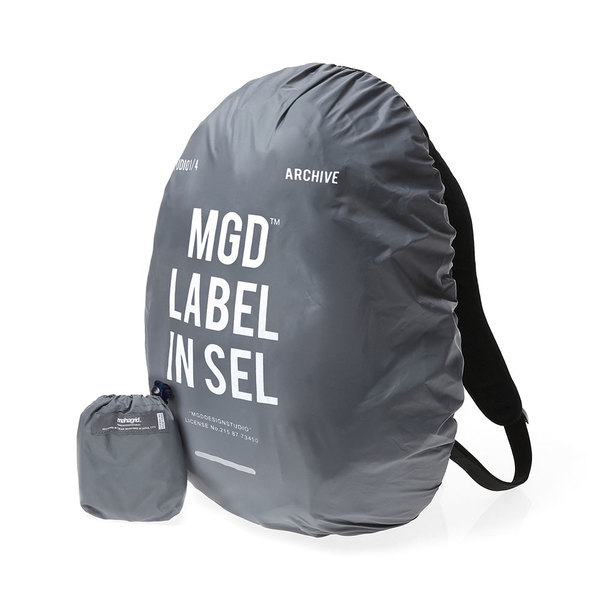 韓国ブランド「mahagrid」のLABLE WATERPROOF BACKPACK COVER[CHARCOAL]