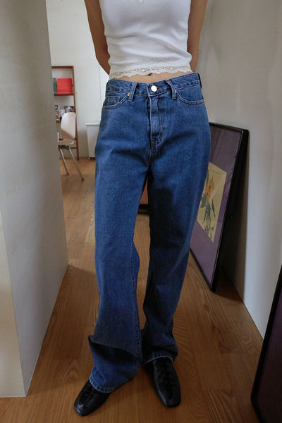 韓国ブランド「moaoL」のrough maxi jeans (2colors)