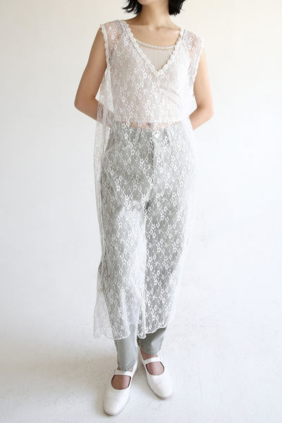 韓国ブランド「moaoL」のflower lace long inner dress (2colors)