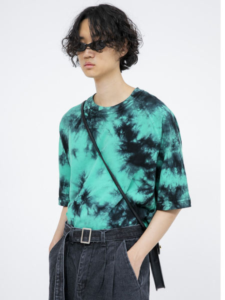 韓国ブランド「OPEN THE DOOR」のgreen tie-dye raglan 1/2 T - men