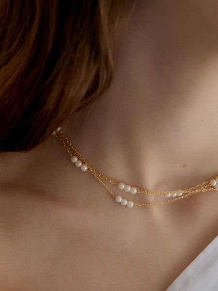 韓国ブランド「MIDNIGHT MOMENT」のtriple pearl and line necklace (choker)