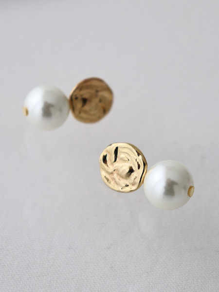 韓国ブランド「MIDNIGHT MOMENT」のbig crumple pearl earring
