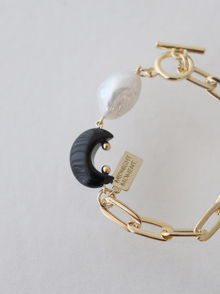 韓国ブランド「MIDNIGHT MOMENT」のblack moon bracelet