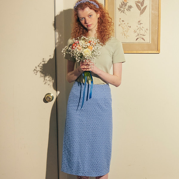 韓国ブランド「SALON DE YOHN」のLace Midi Skirt_ Blue