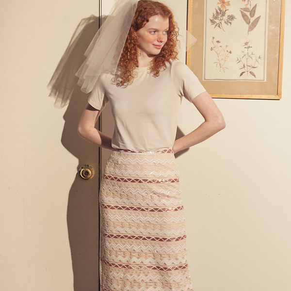 韓国ブランド「SALON DE YOHN」のRomantic Spangle Midi Skirt_ Ivory