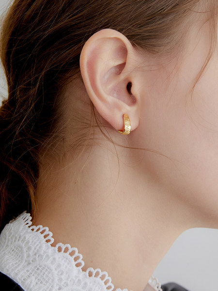 韓国ブランド「MIDNIGHT MOMENT」のthin earring