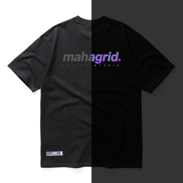 韓国ブランド「mahagrid」のRAINBOW REFLECTIVE LOGO TEE[BLACK]