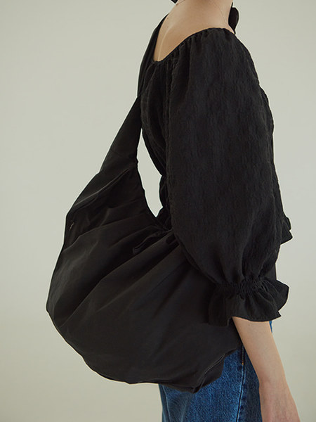 韓国ブランド「TMO BY 13MONTH」のSHRRING BIG ECO BAG (BLACK)