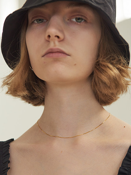 韓国ブランド「TMO BY 13MONTH」のTHIN FLAT CHAIN NECKLACE (GOLD)