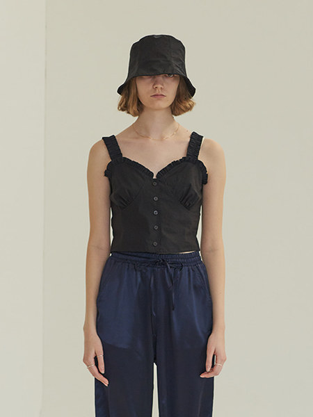 韓国ブランド「TMO BY 13MONTH」のFRONT BUTTON SLEEVELESS BLOUSE (BLACK)