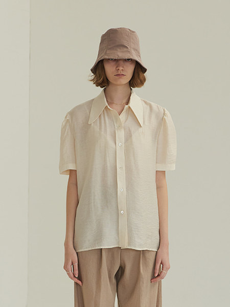 韓国ブランド「TMO BY 13MONTH」のPUFF SHORT SLEEVE SHIRT (IVORY)