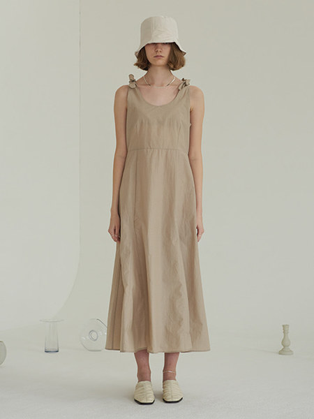 韓国ブランド「TMO BY 13MONTH」の[TMO X VERONICA] SHOULDER KNOT ONE-PIECE (BEIGE)