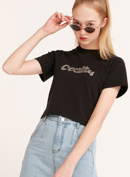 韓国ブランド「CLOTTY」の【Weki Meki スヨンさん着用】HEART CLOTTY GLITTER CROP T-SHIRT[BLACK]