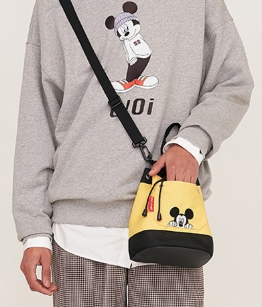 韓国ブランド「5252 by oioi」のPOCKET BUCKET CROSS BAG_yellow