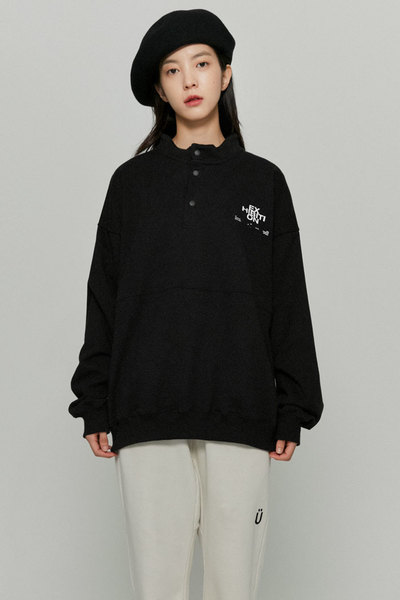 韓国ブランド「ISTKUNST」のEXHIBITION PULLOVER SWEATSHIRTS[BLACK]