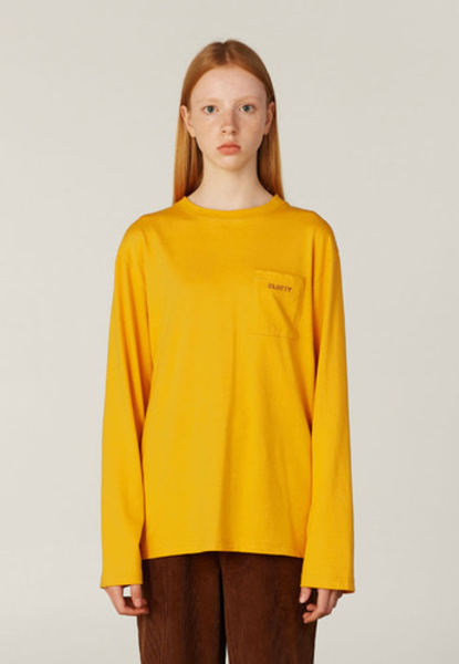 韓国ブランド「CLOTTY」のCC LOGO POCKET LONG SLEEVE[MUSTARD]