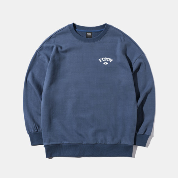 韓国ブランド「FCMM」のARCH WING LOGO MTM - BLUE GRAY