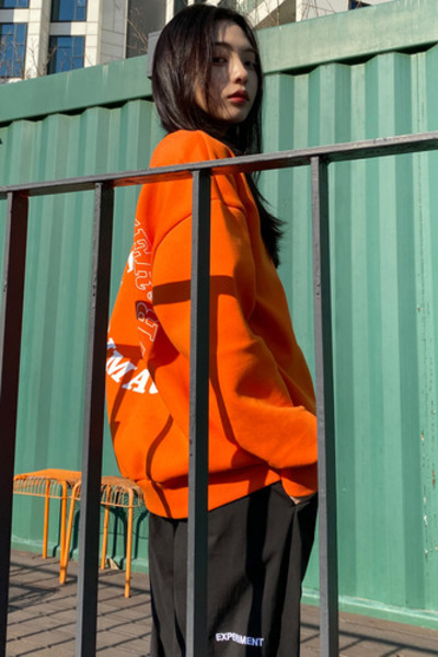 韓国ブランド「PRIMAUTER」のROUND HERTER SWEATSHIRTS (Orange)