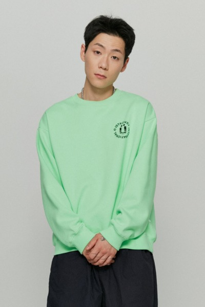 韓国ブランド「ISTKUNST」のINT LOGO SWEATSHIRTS[GREEN]