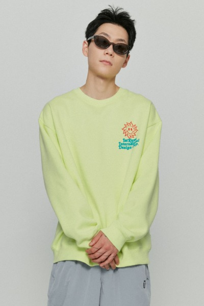 韓国ブランド「ISTKUNST」のSUNSMILE SWEATSHIRTS[LIME]