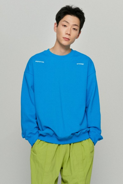韓国ブランド「ISTKUNST」のPROTOTYPE SWEATSHIRTS[BLUE]