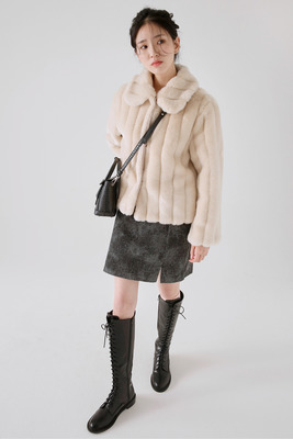 韓国ブランド「moaoL」のsloppy chic fur jacket