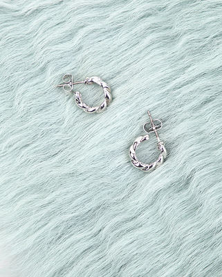 韓国ブランド「AIN」のclassic mini twist earring