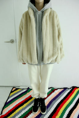 韓国ブランド「moaoL」のfluid fur jacket (beige)