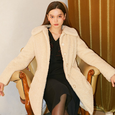 韓国ブランド「SALON DE YOHN」のTeddy Bear Coat_ Ivory