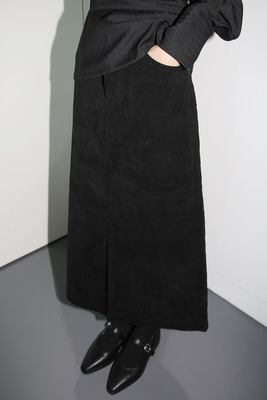 韓国ブランド「moaoL」のclean straight skirts (3colors)
