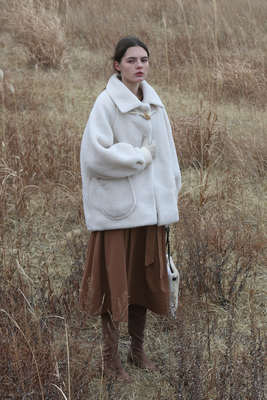 韓国ブランド「More or Less」のSHEARING WOOL COAT - IVORY