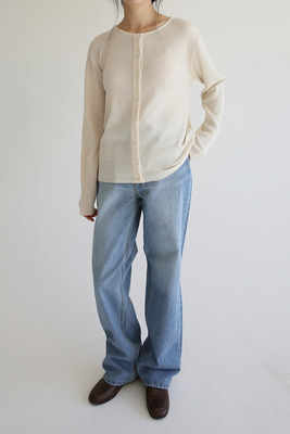 韓国ブランド「moaoL」のhigh-waist flared washing jean (denim)