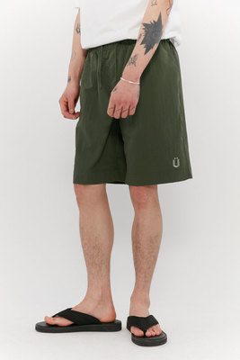 韓国ブランド「ISTKUNST」のTASLAN BEACH SHORTS[KHAKI]