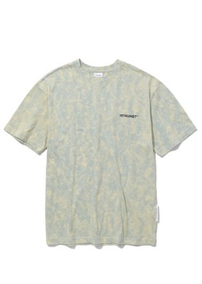 韓国ブランド「ISTKUNST」のTIE DYED LOGO TEE[YELLOW]