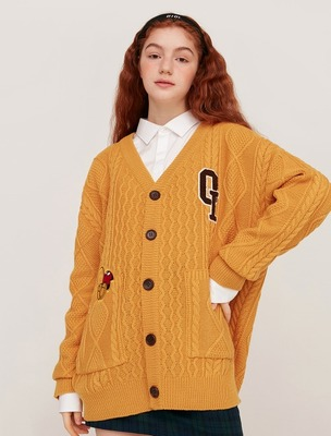 韓国ブランド「5252 by oioi」のMULTI CABLE KNIT CARDIGAN_mustard