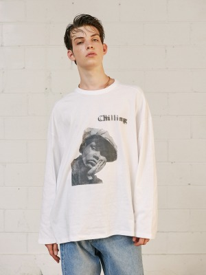 韓国ブランド「13MONTH」の【CRAVITY カン・ミニさん着用】V1 CHILLING LONG SLEEVE T-SHIRT (WHITE)