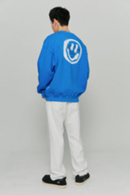 韓国ブランド「ISTKUNST」のLOGO&SMILEY SWEATSHIRTS[BLUE]