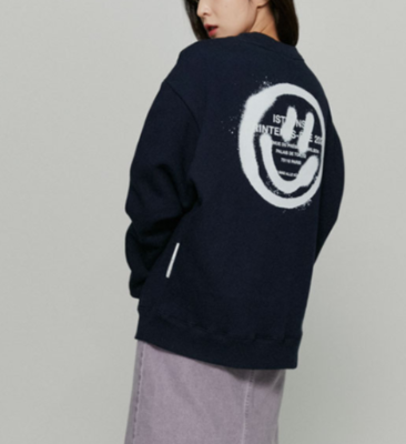 韓国ブランド「ISTKUNST」のLOGO&SMILEY SWEATSHIRTS[NAVY]
