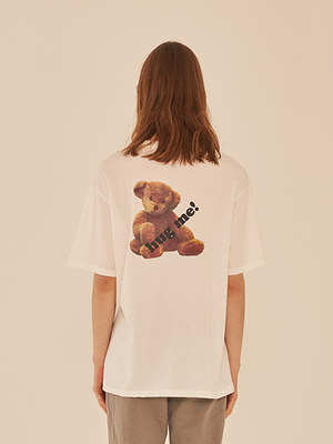 韓国ブランド「13MONTH」のHUGE ME TEDDY BEAR T-SHIRT (WHITE)