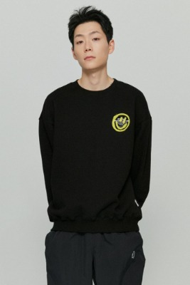 韓国ブランド「ISTKUNST」のLOGO&SMILEY SWEATSHIRTS[BLACK]